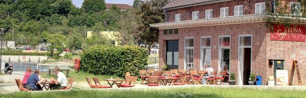 caf luna kiel kaffee kuchen fr hst ck terrasse mit f rdeblick. Black Bedroom Furniture Sets. Home Design Ideas
